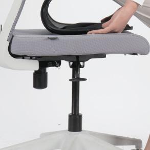 車輪があったり、回転椅子に座る場合、腰だけ曲げず、体全体を回します。